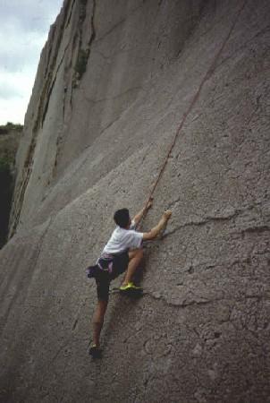 Miša na veÌoj stijeni u Prokopskim udolima
